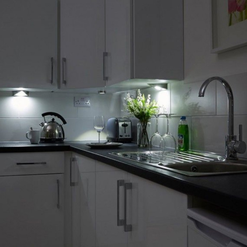 Kitchen Cabinet Light: Kitchen Under Cabinet Triangle Led Light In Cool White 6000k
